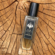 Raw Spirit Wild Fire unisex perfume is a warm, woodsy scent which blends premium wild-harvested Australian sandalwood with creamy amber and floral notes of ylang ylang, jasmine petals, cedarwood and musk.