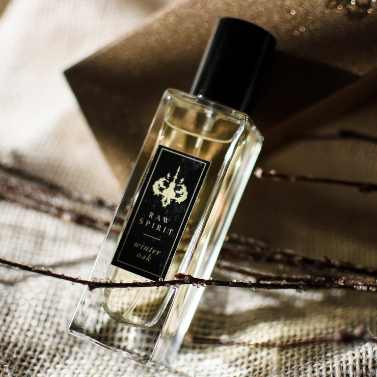 Raw Spirit Winter Oak unisex perfume is a decadent fragrance with smooth, creamy notes of aged American oak and layers of suede, saffron, premium Haitian vetiver and musk.