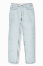 Load image into Gallery viewer, Retro Fit Jean in Light Wash