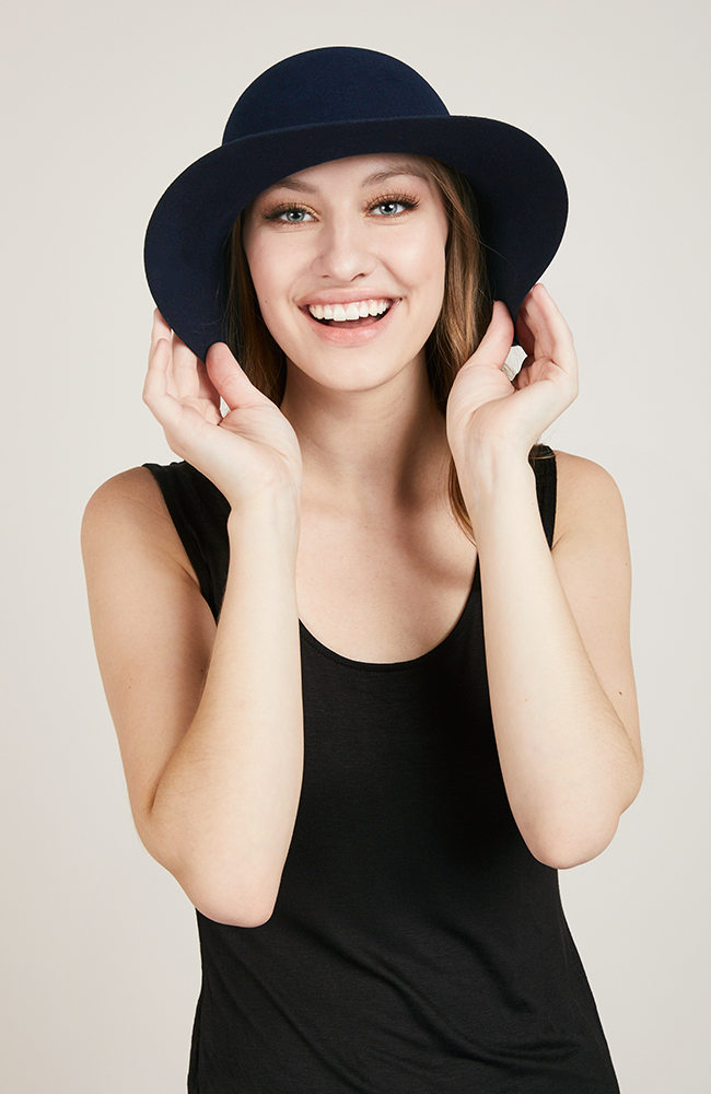 Élysées Wide Brim Hat in Navy