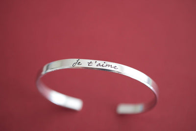 Je t'aime Bracelet, zoomed out