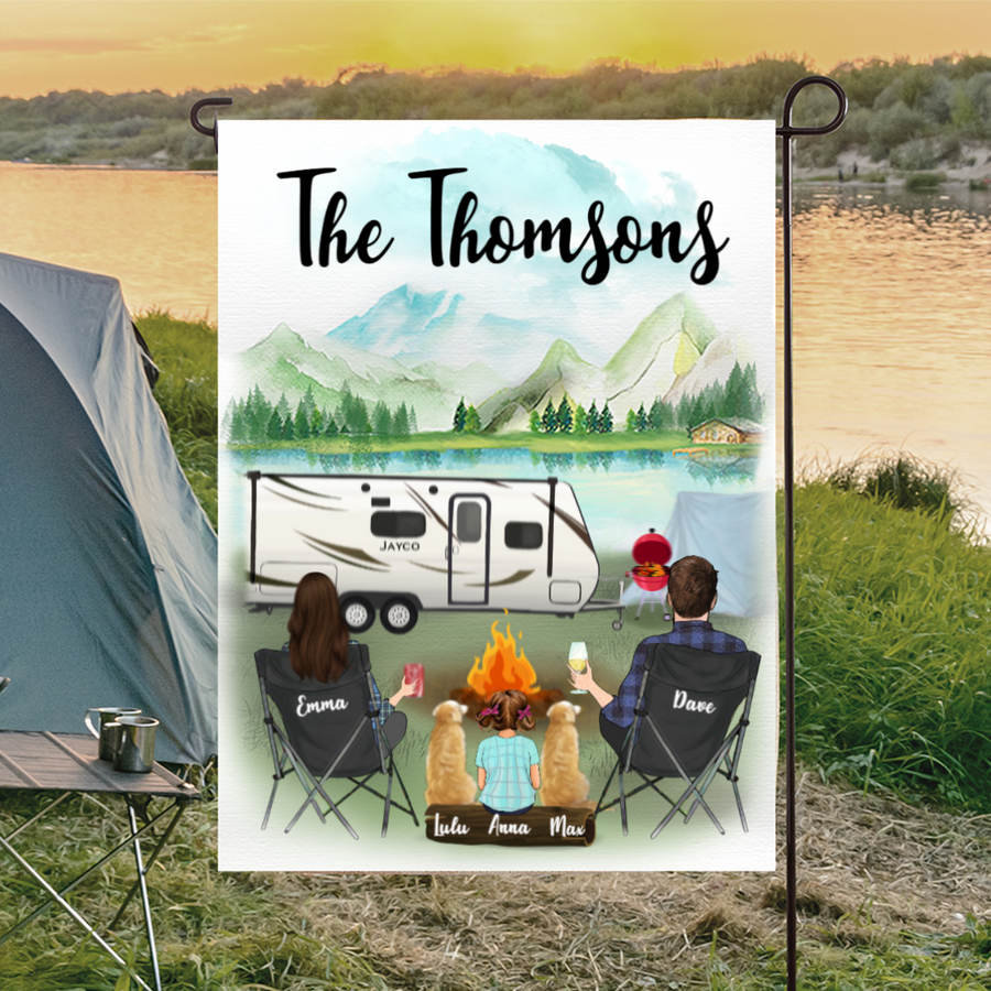 Custom dog flag sign - Personalized camping flag gift idea for the whole family, dog lovers - Couple with 1 Kid & 2 Dogs Banner - Happy Campers