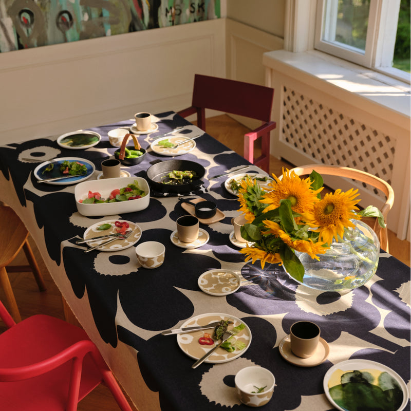 Marimekko UNIKKO tablecloth and tableware inspiration