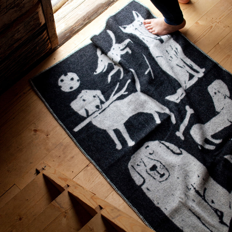 Lapuan Kankurit KOIRAPUISTO Throw Blanket Black