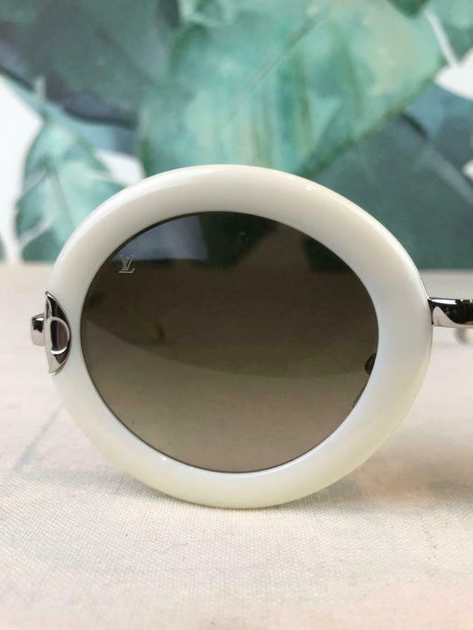 $665 LOUIS VUITTON Z0534U White Oval Sunglasses Brown Gradient Metal SALE! EUC