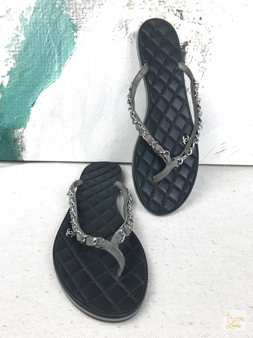CHANEL Black Chain Flip Flops Sz.40.5