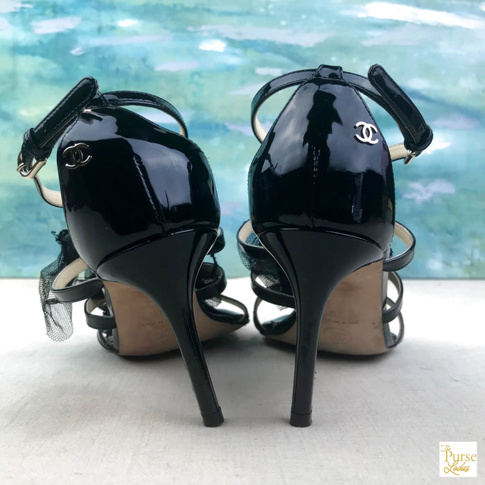 $1375 CHANEL Runway Camellia Tulle Flower SZ 39 Patent Leather Sandals