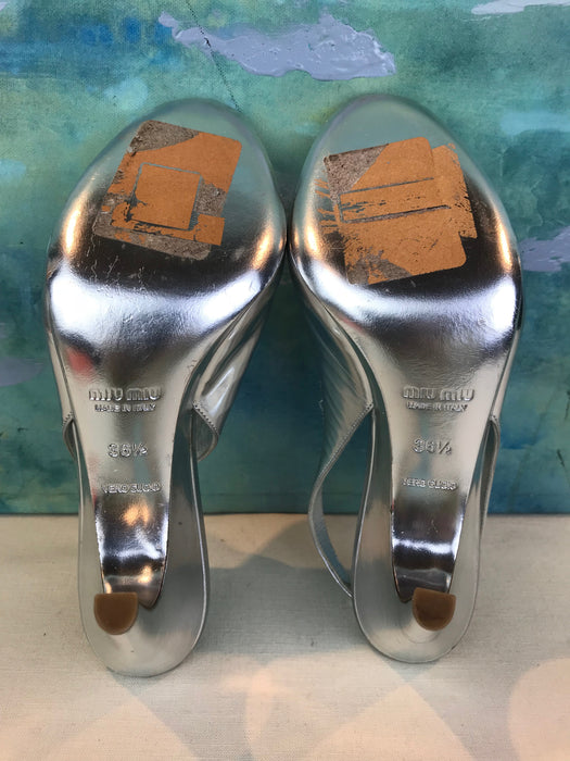 $695 Miu Miu Silver Metallic Leather Slingback Heels Size 36.5
