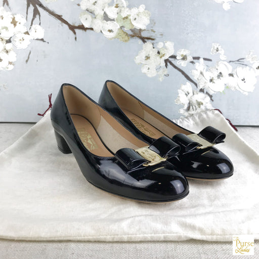 SALVATORE FERRAGAMO Black Patent Leather Vara Pumps SZ 6
