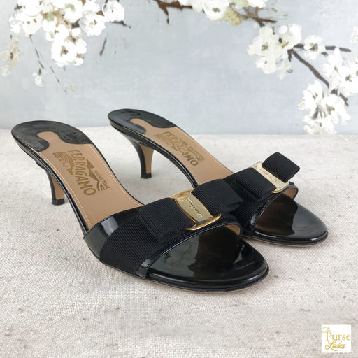 SALVATORE FERRAGAMO Black Vara Sandals SZ 6.5