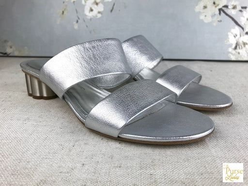 SALVATORE FERRAGAMO Belluno Silver Leather Flower Heels Sz 7.5 Sandals