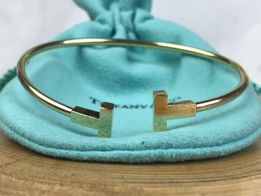 TIFFANY & Co. 750 18k Yellow Gold T Wire Bracelet