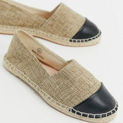 Women's flat canvas shoes