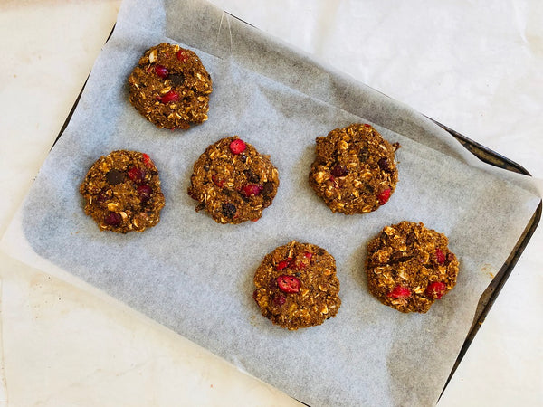Healthy oatmeal cookies with cranberries and chocolate