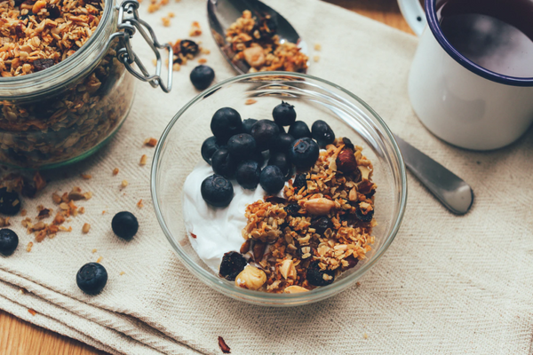 yogurt blueberries and granola with good nutritional value