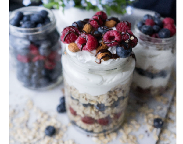 high-fiber breakfast of overnight oats with nuts and fruit