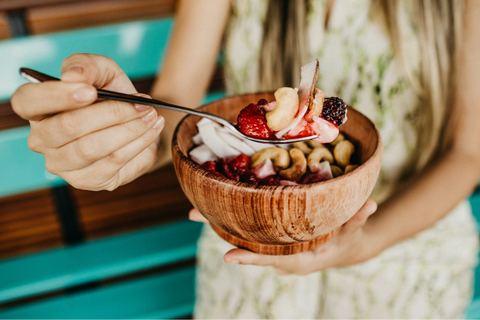Fruit and Nuts are good snacks for pregnant women