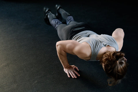 Calisthenics benefits: push up is an example of a calisthenic exercise