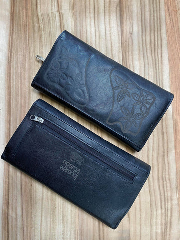 Ngarga Warendj - Dancing Wombat  Ladies Bi-fold Wallet in Black Leather with  Gorgeous Native Vanilla Lillies Design