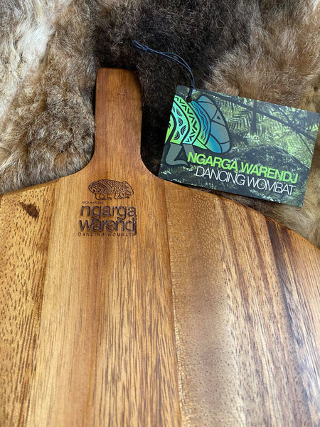 Acacia Wood Large Round Paddle Board - Five Feathers Design Each board has its own distinct natural pattern and is embellished with a Five Feathers Design by Ngarga Warendj - Dancing Wombat - based on the Traditional symbols of South Eastern Aboriginal Art. Your board comes with a card that gives the story of the artist and design. Our boards are perfect for a house warming gift or spoil yourself and bring art into your everyday.