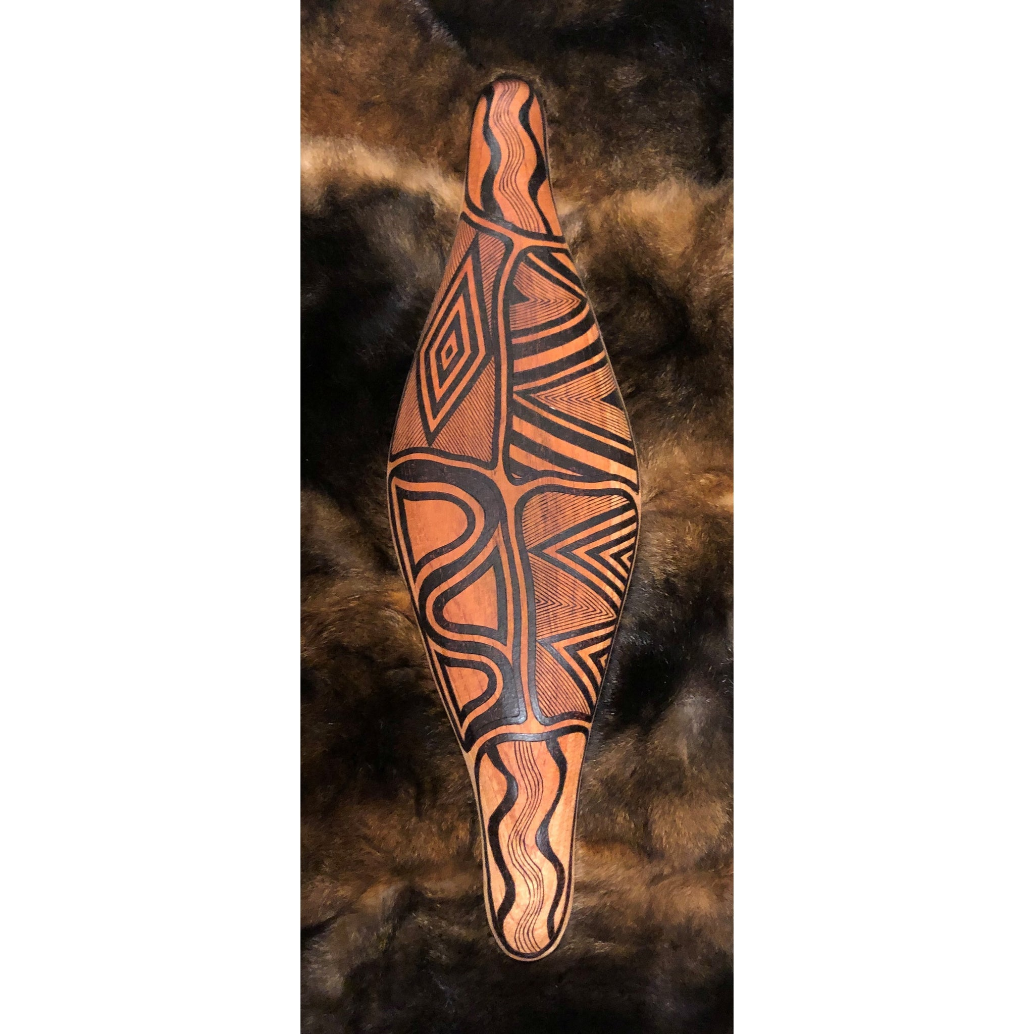 PARRYING SHIELD SMALL WIDE - POSSUM CLOAK DESIGN-Ngarga Warendj