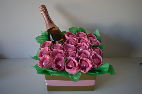 Chocolate Hearts & Roses Moscato Bouquet - Pink