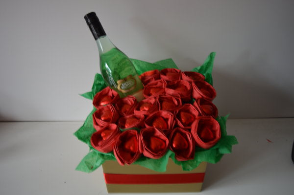 Chocolate Hearts & Roses Moscato Bouquet - Red