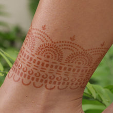 Load image into Gallery viewer, Hera - anklet henna design