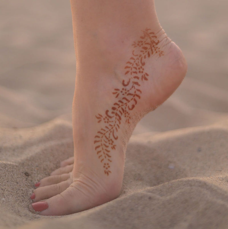 Ivy - Foot henna tattoo in the sand