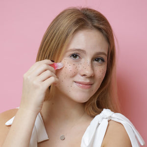 Moisturizing henna freckles with coconut oil