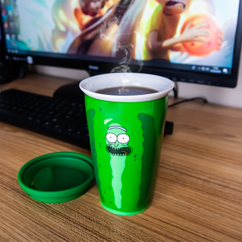 "Travel Mug Rick et Morty ""Pickle Rick"""