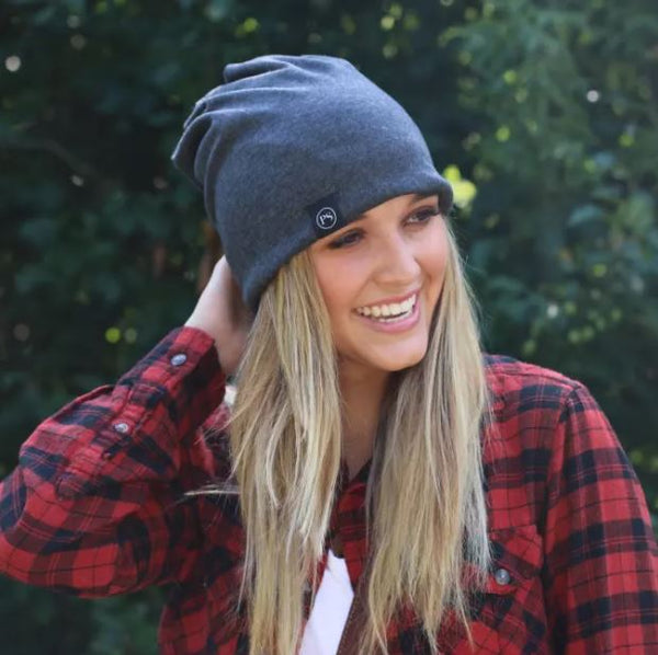 PRETTY SIMPLE | Knit Slouch Peek-A-Boo Beanie in Charcoal