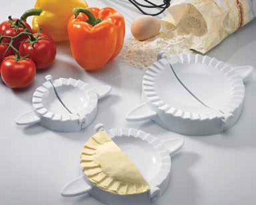 "<img src=""ravi.jpg?v=1557247015 "" alt=""Set Of 3 Molds For Ravioli, Mini-Calzone, And Other Pastries.  Matfer Bourgeat catalog"">"