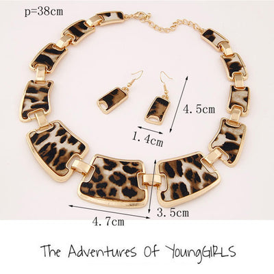 Gold Tone Style Leopard Grain Necklace