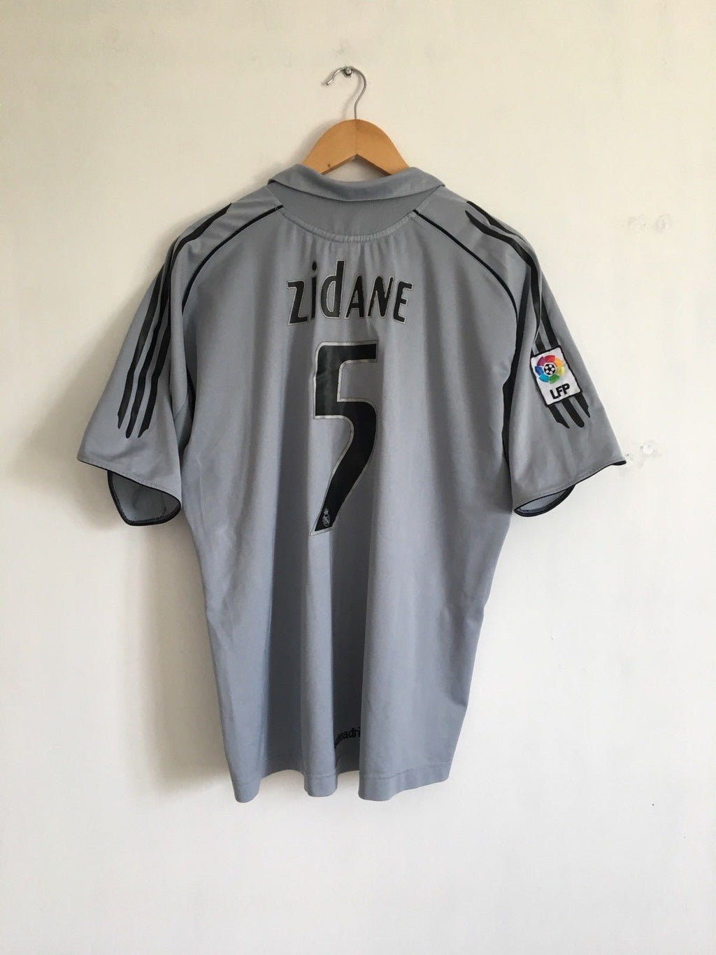 2005/06 Real Madrid Third Shirt Zidane #5 (XL)