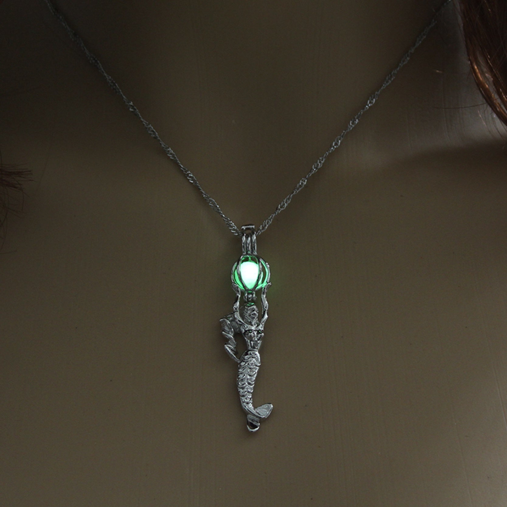 Summer Jewelry Mermaid Pendant Necklace Glow in the Dark Choker Necklace 3 Colors Luminous For Women Gift Silver Color Chain
