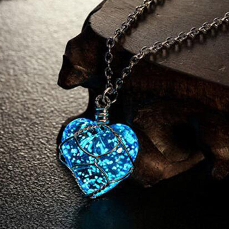 Caxybb Fashion New Creative Luminous Heart Crystal Pendant Necklace Glow In The Darkness