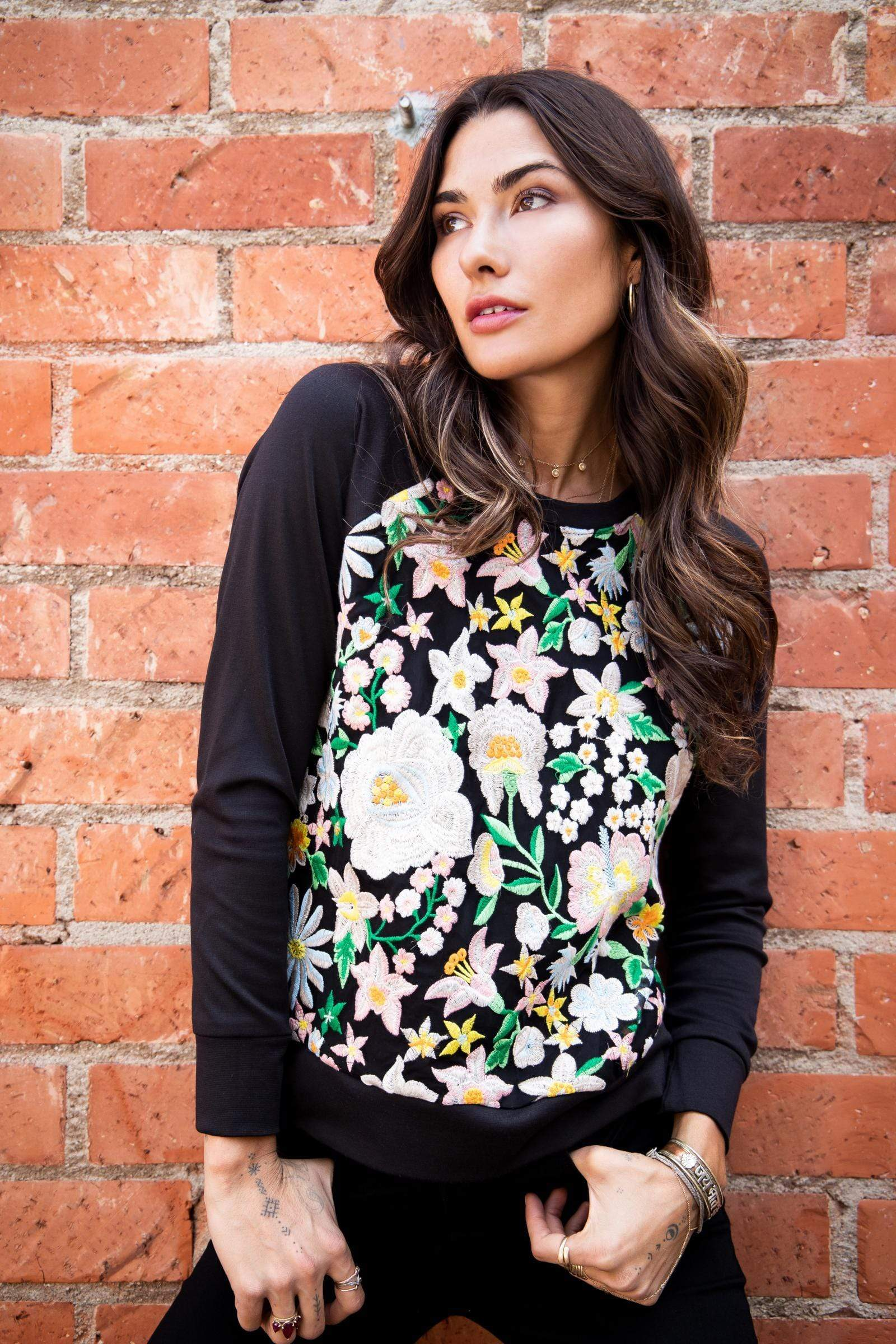 Eva Franco Top Frida Sweatshirt with Embroidered Flowers