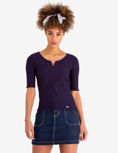 RUFFLE HEM V-NECK TOP - U.S. Polo Assn.