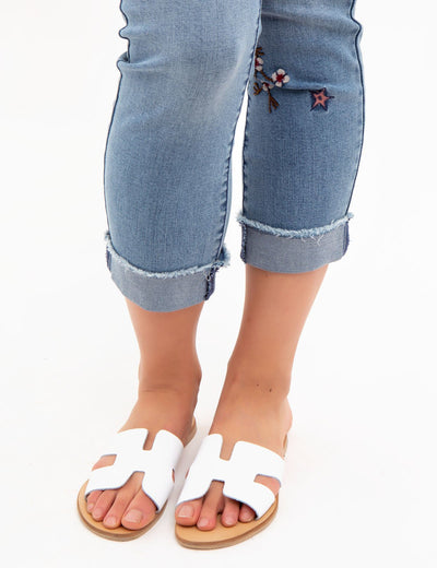 EMBROIDERED MID RISE RELAXED FIT JEANS