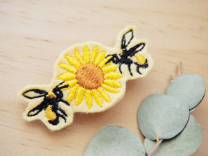 Bee hair barrette (sample sale)