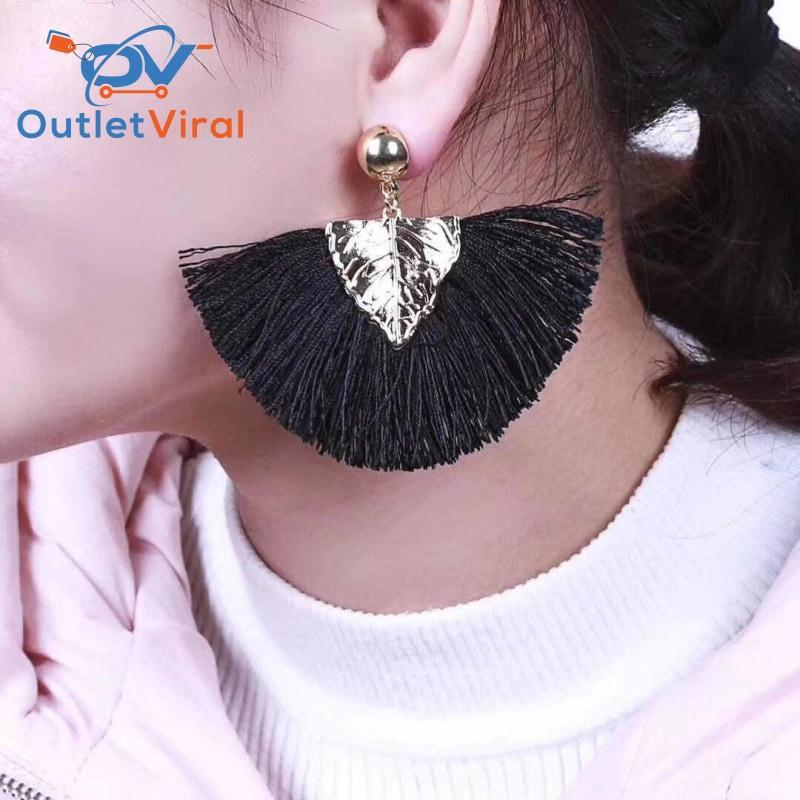 Semicircle Leaf Earrings Black / 1 Set - $21.95