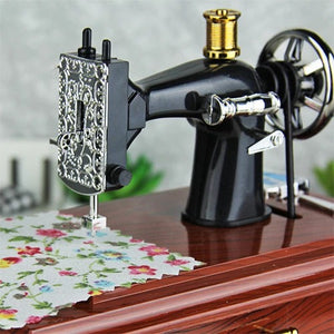 Mini Sewing Machine Music Box - For collecting, decorating or Xmas gifts