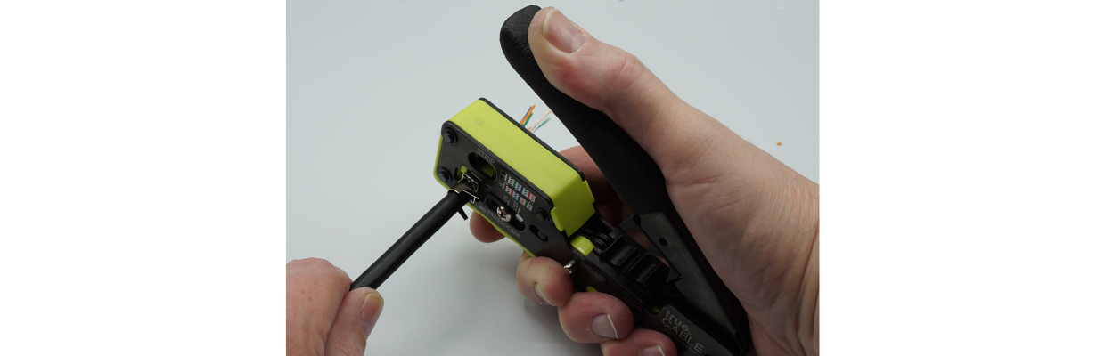 Insert plug and cable assembly into the trueCRIMP tool. Use only light pressure and then press the tool lever fully downward.
