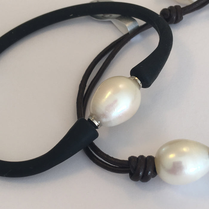 Leather and 2 pearl bracelet