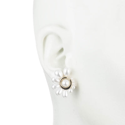 Cindy<br/> Graduated Pearl Large Stud Earring