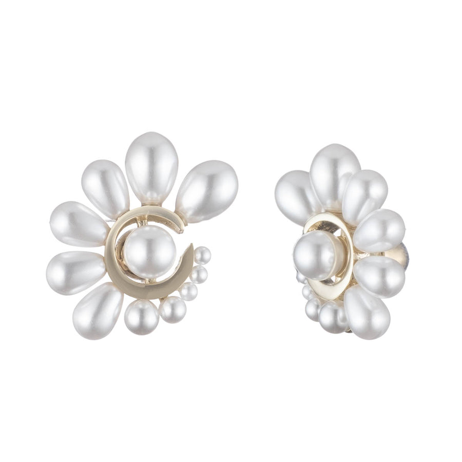 7337a7562 Cindy<br/> Graduated Pearl Large Stud Earring
