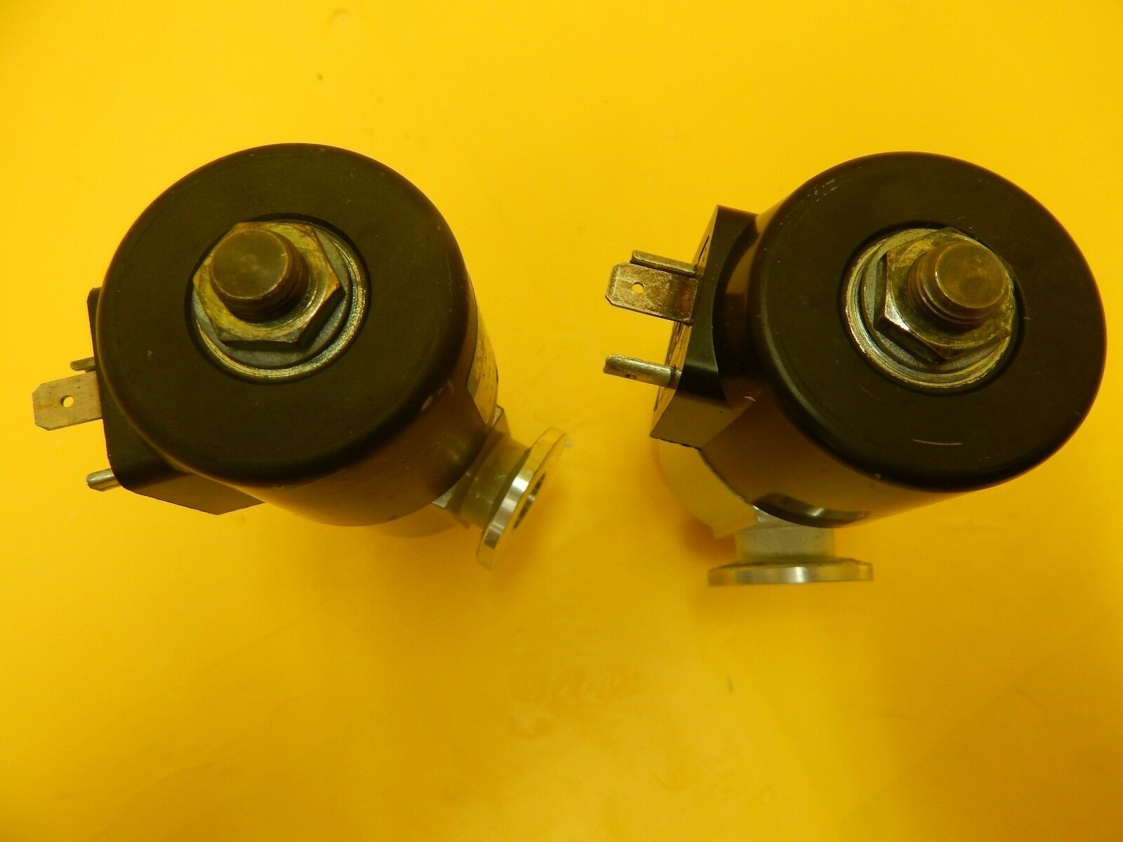 Magnet-Schultz XAPX044K54D11 Vacuum Switch Balxers EVC 010 M Lot of 2 Used