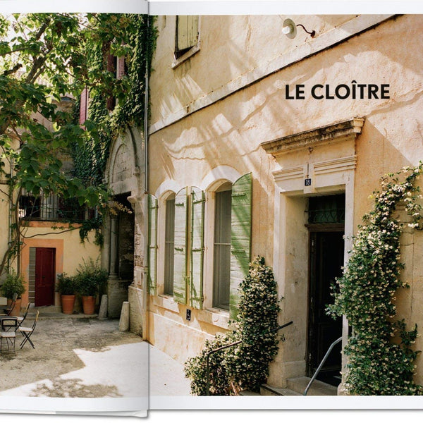 LIVRO LIVING IN PROVENCE