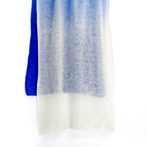 GRADUAL BLUE WHITE WOOL SCARF